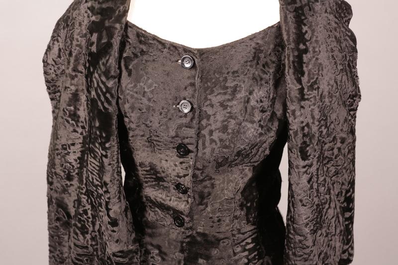 Vivien Leigh's broadtail dress [neckline view]