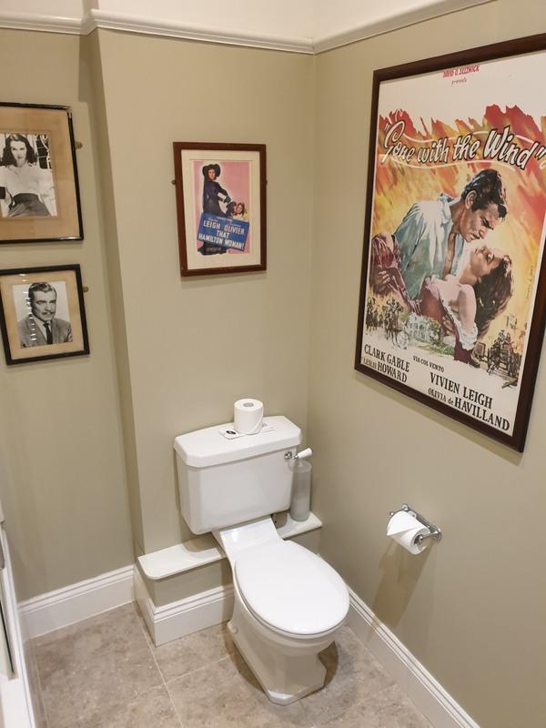 The  'The 'Vivien Leigh Room' bathroom